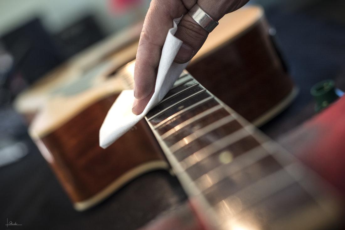 Como limpar e cuidar do violão corretamente